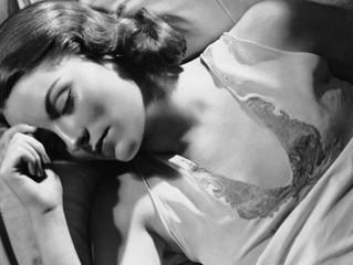 Um gesto simples para dormir melhor. Sabe qual é?