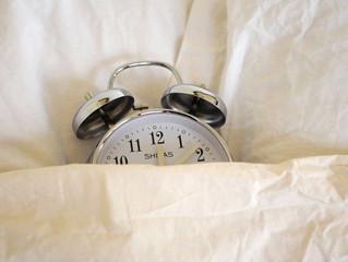 Há duas formas de ligar o despertador. Só uma é a correta