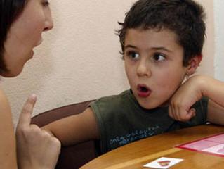 Terapia da fala: Como posso estimular a fala, a leitura e a escrita?