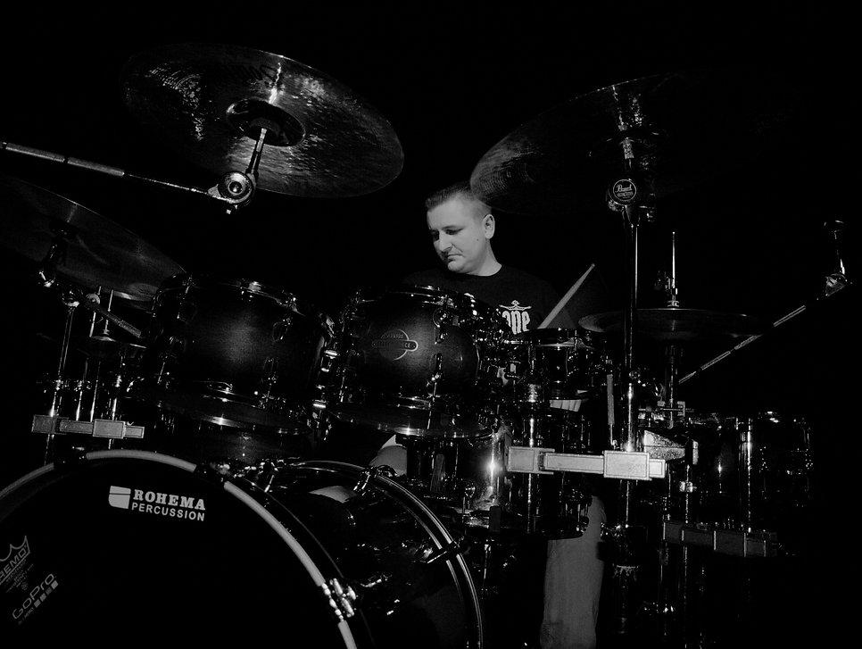 Stan Neufeld, Drummer, Soultone Cymbals, Rohema Drumsticks, Schlagzeugunterricht, Leipzig, Drumlessons, Studio Drummer, Sessiondrummer, Session Drummer, Profi Drummer