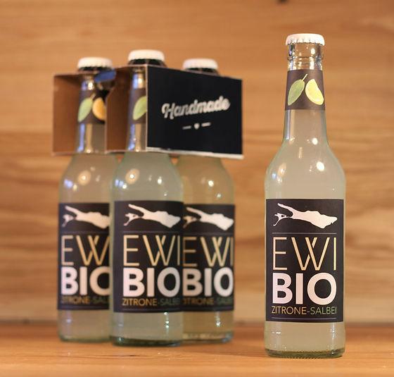 Unser EWI®: Das Zitrone - Salbei - Bio - Erfrischungsgetränk vom Bodensee. Die Bio - Limo, die nicht Limonade heißen darf.