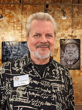 Jim-Redding-portrait-at-gallery.jpg