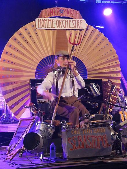 sebastopol homme orchestre.Sébastopol artiste blues.