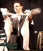 spectacle de magie.jpg;spectale de magie;spectacle de magie pour les enfants,spectacle de magie pour noël;magie de scéne;spectacle de magie enfants à Pau,Tarbes,Gers,Landes