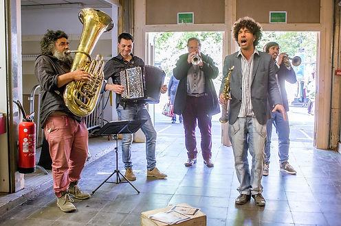 La Bande à Bachus; Fanfare chanté et poétique; fanfare endéambulation 64,65,32,40,33,31,France.