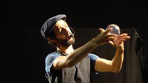 wil decoud jongle.jpg; artiste jongleur Tarbes; jongleur Pau; spectacle enfants; artiste de rue 64,spectacle de rue 65; spectacle de rue 32; spectacle de rue 40