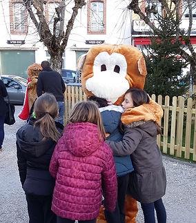 Mascotte singe.jpg;animation mascottes pour les fêtes de noël,événement enfantin; Mascottes 64;mascottes 65;mascottes 40;mascotte 32;déambulation de mascottes