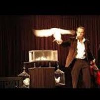 spectacle.magie.jpg;spectale de magie;spectacle de magie pour les enfants,spectacle de magie pour noël;magie de scéne;spectacle de magie enfants à Pau,Tarbes,Gers,Landes