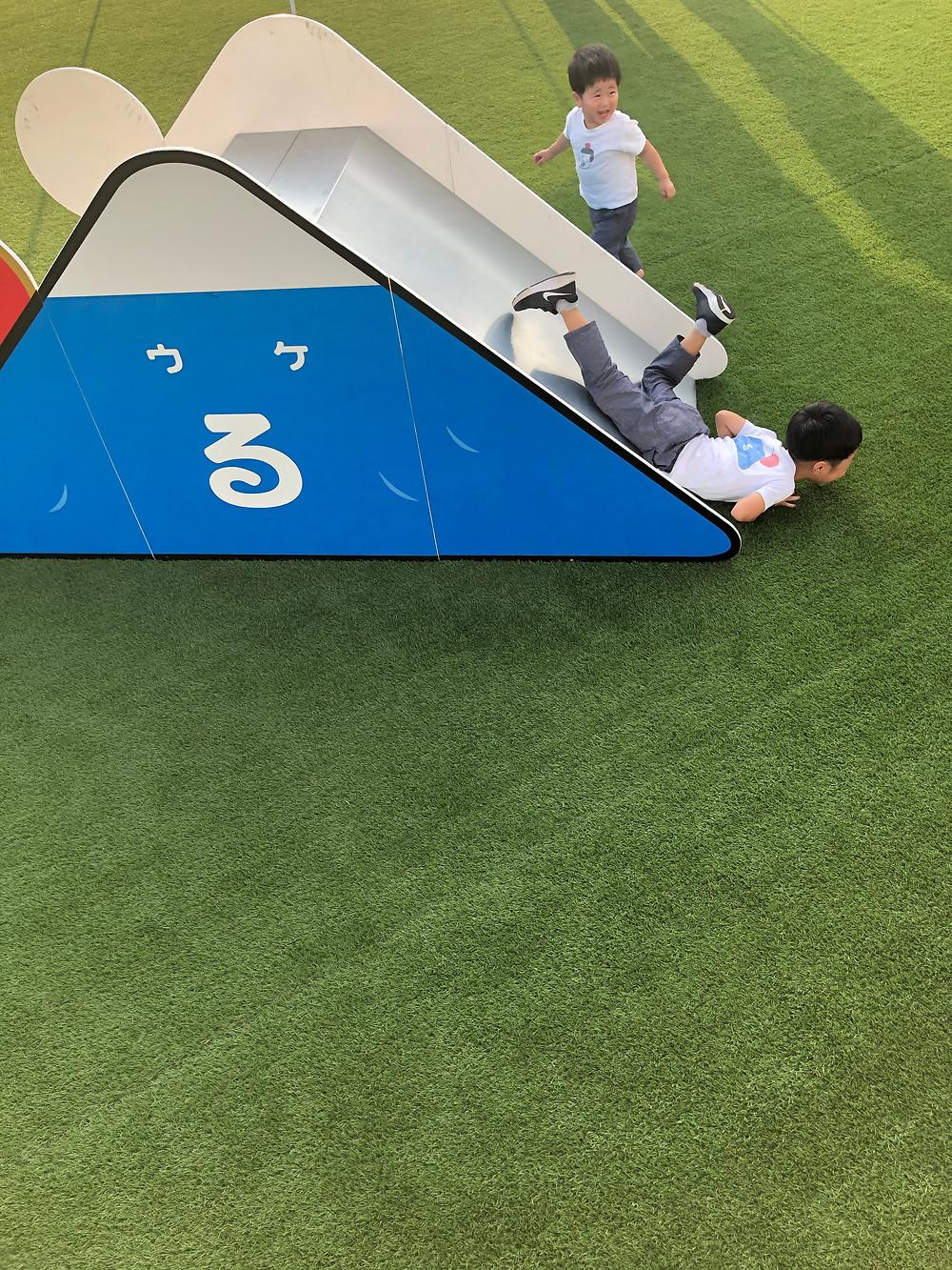 ウケるちゃん滑り台-2