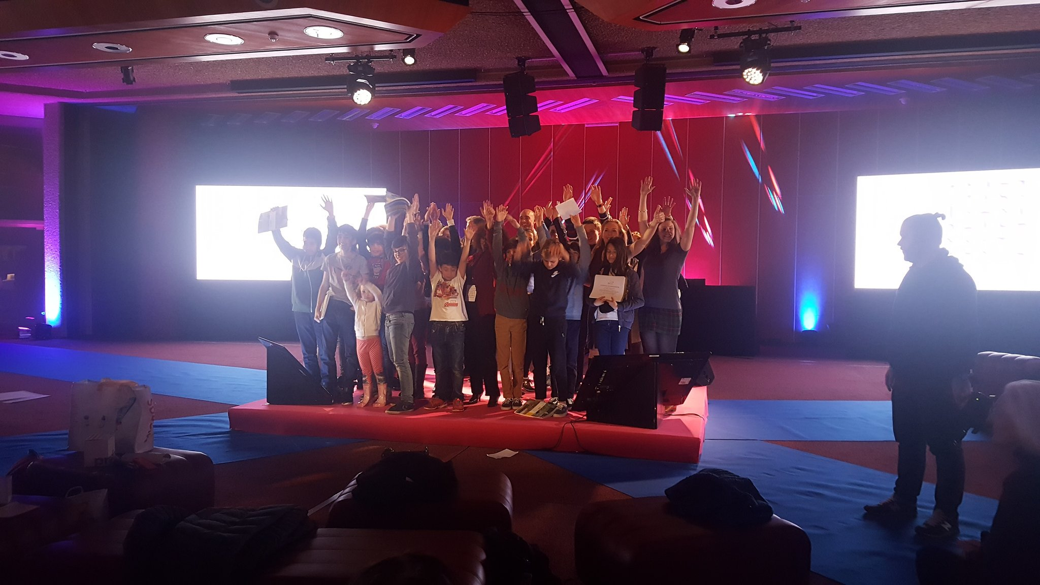 LIFT youth - Innov entrepreneurs - graines d entrepreneurs hackathon startup enfants ados esprit d e