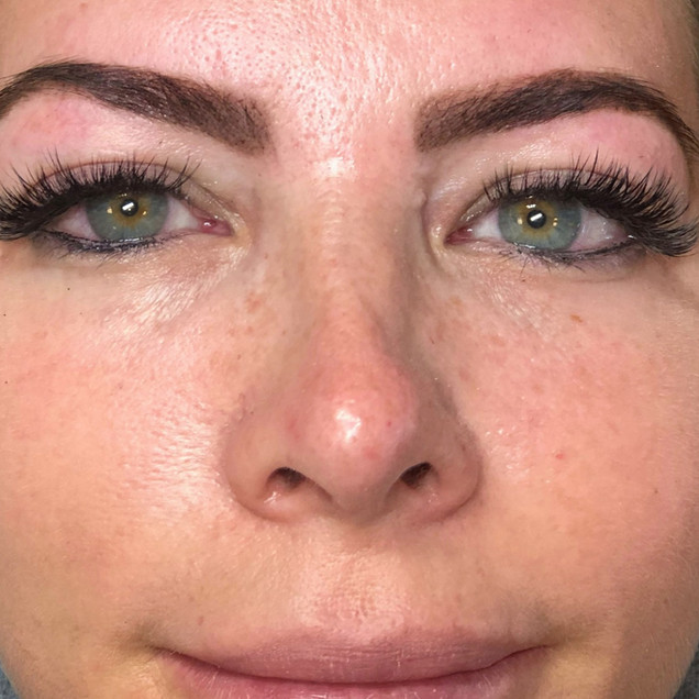 Hybrid Lashes & Henna Brows