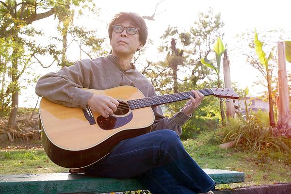 江津湖 ギター ベンチ.png