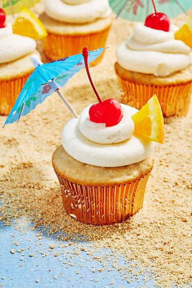 DELISH_200302_Bahama-Mama-Cupcakes_0028_
