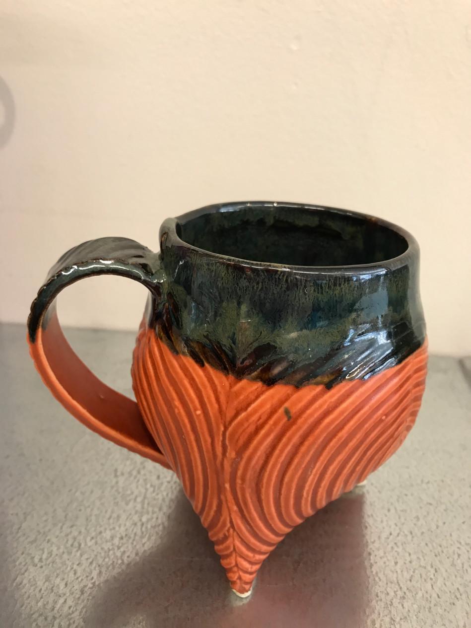 Tripod cups
