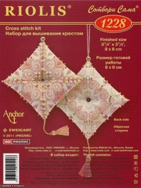 "Вышивка крестом ""Брелок "" Маячок Забава"".1228, размер: 8х8 см. Риолис"