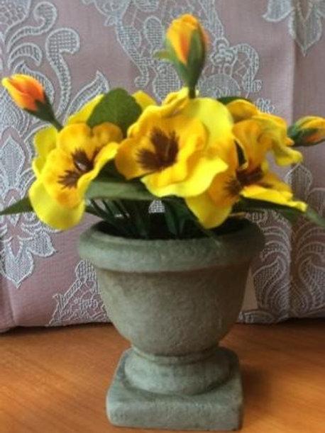 Вазочка декоративная с цветами