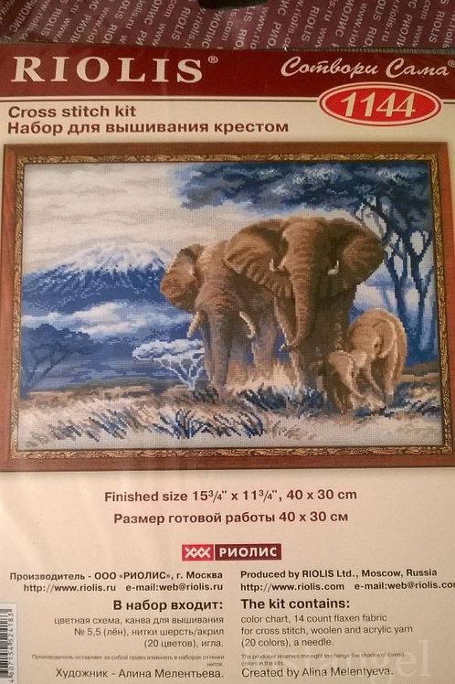 """Вышивка крестом """"Слоны в саванне"""" 1144, размер работы: 40х30 см. Риолис"""