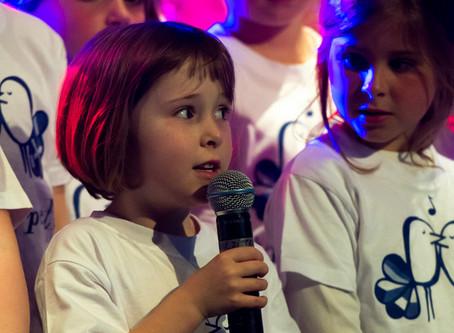 Kiliana zingt het festivallied