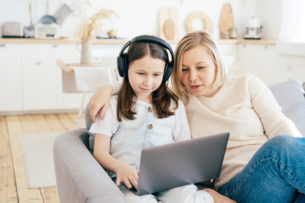 k12 children learning programming with parents