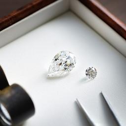 【鑽石形狀:水滴形】-  優雅的代名詞