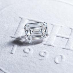 【鑽石形狀:祖母綠形】-  兼具古典與簡約