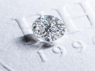 【鑽石形狀:橢圓形】-  經典中帶點不平凡