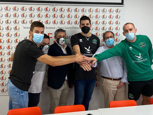 """T21/22 - Sanz y Schmidt renuevan compromiso con Cáceres, que recibe a su """"hijo pródigo"""" Toledo"""
