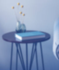 Dunkler Holztisch