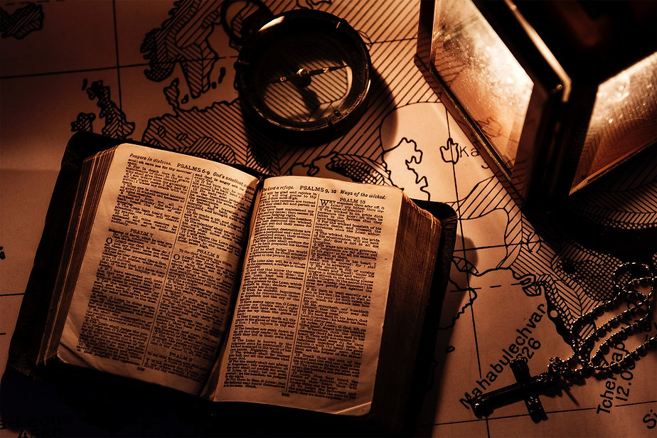 an-old-bible-on-a-wooden-table-H8TFJNS_e