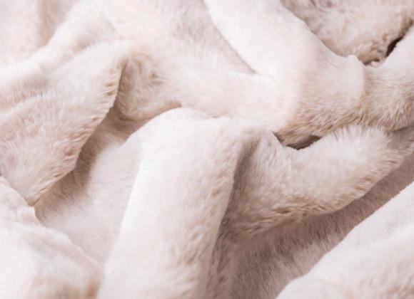 Alaskan Fox Faux Fur Throw