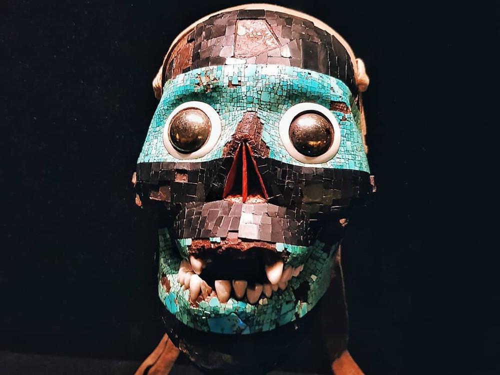 Маска ацтекского божества Тескатлипоки («Дымящегося зеркала») в Британском музее. (Фото © Евгений Пустошкин)