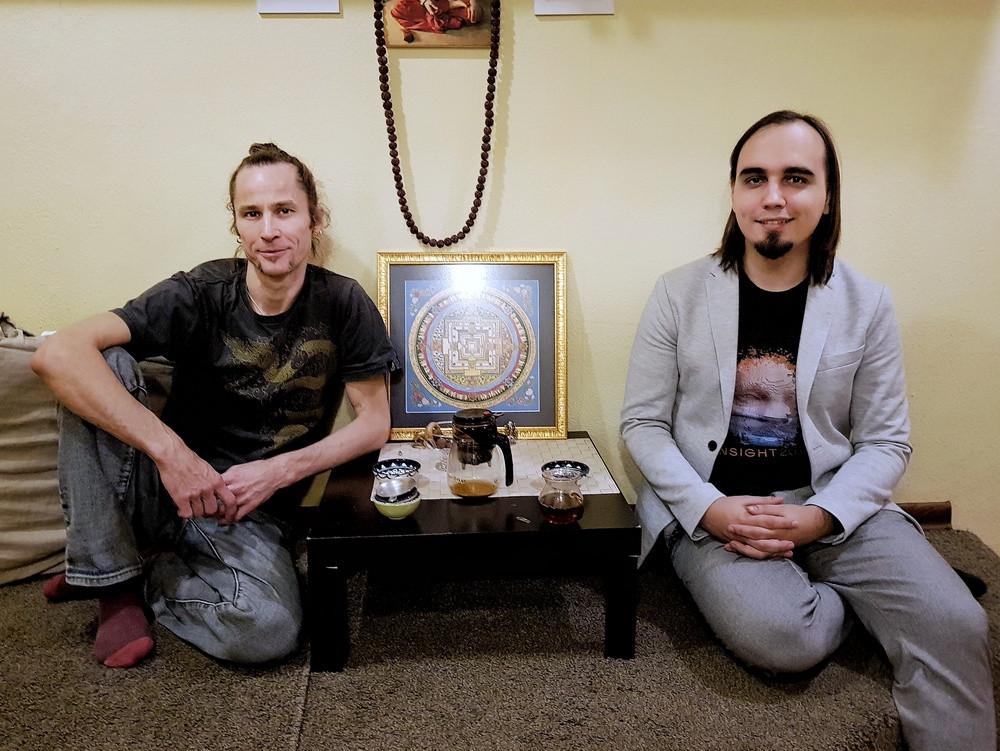 Михаил Баранов и Евгений Пустошкин в студии «Йога 108» (Москва). Автор фото: Татьяна Парфёнова
