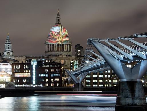 «Ветхий днями» Уильяма Блейка спроецирован на купол собора св. Павла в Лондоне