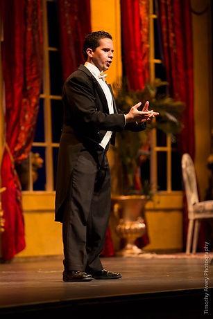 Fabian Robles opera scene solo 4 photo b