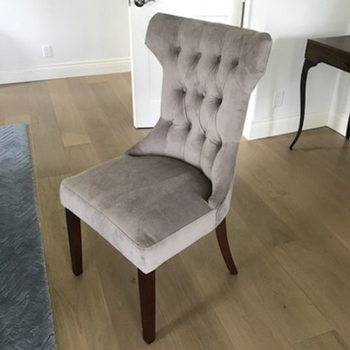 GREY VELVET TUFTED ACCENT CHAIR