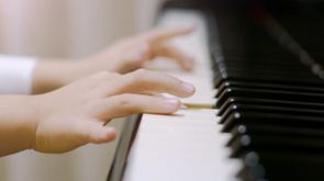 piano child hands.png