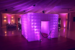 enclosed photo booth - wedding