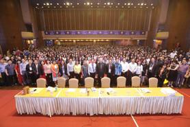 提供平台开拓教学视野,邀中国名师授课千人出席
