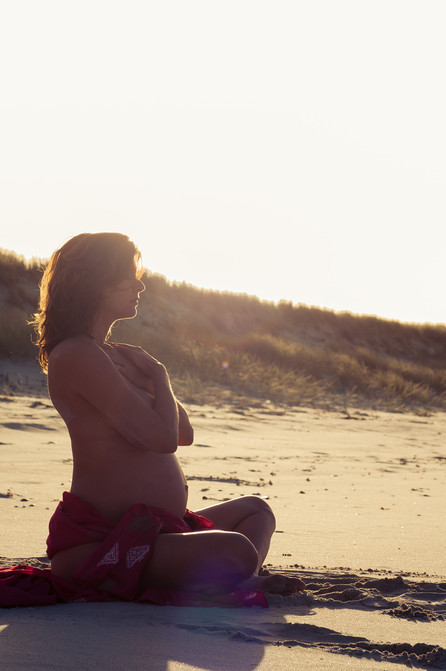 Serene sunset maternity shoot by Josie Gritten Photography
