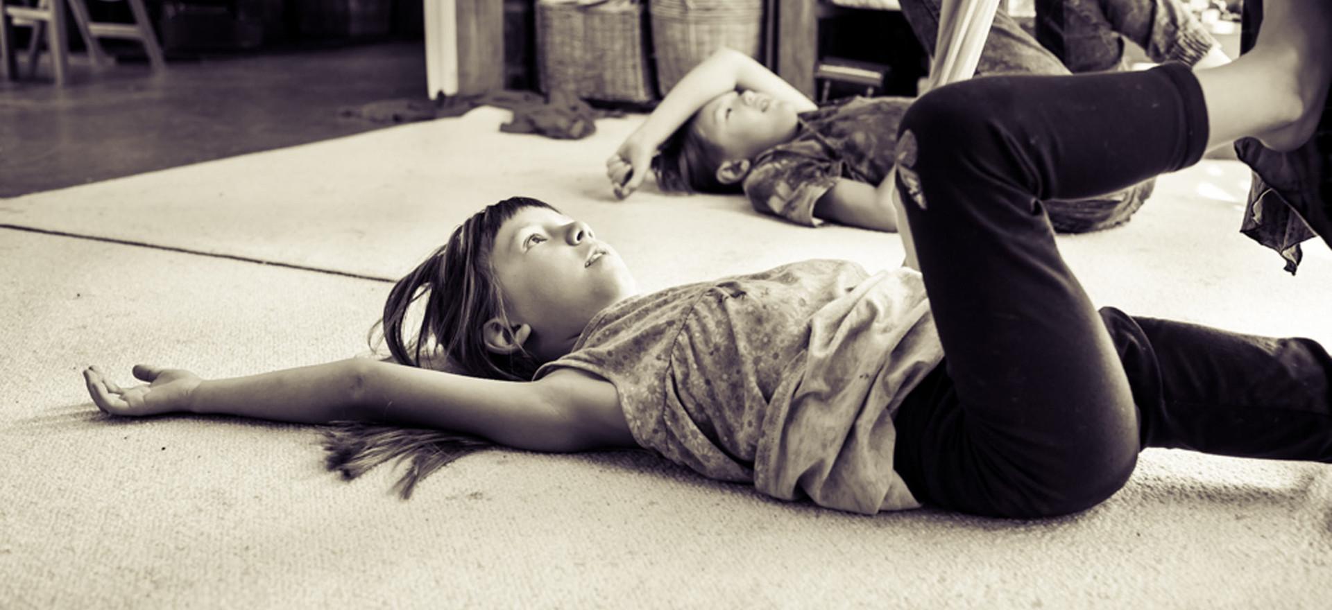 brother-sister-lie-on-floor-josie-gritte