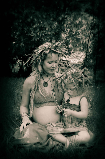Mum and daughter maternity shoot in Mangawhai by Josie Griotten Photography