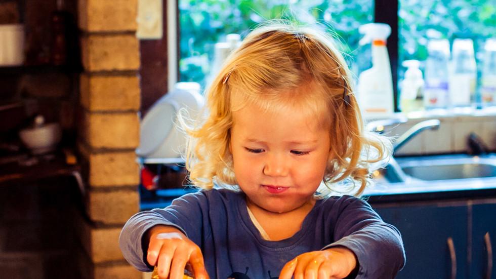 toddler-makes-french-toast-josie-gritten