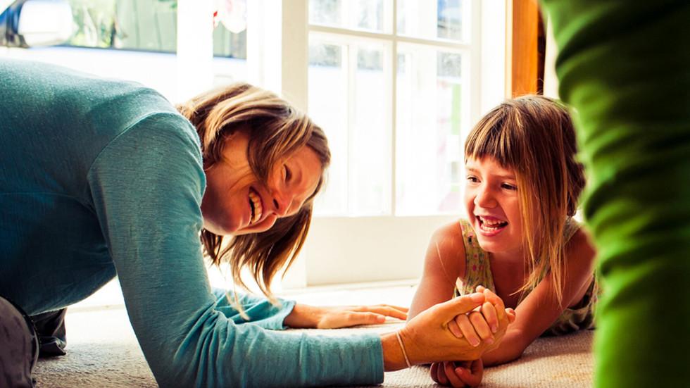 mum-daughter-arm-wrestle-josie-gritten-p
