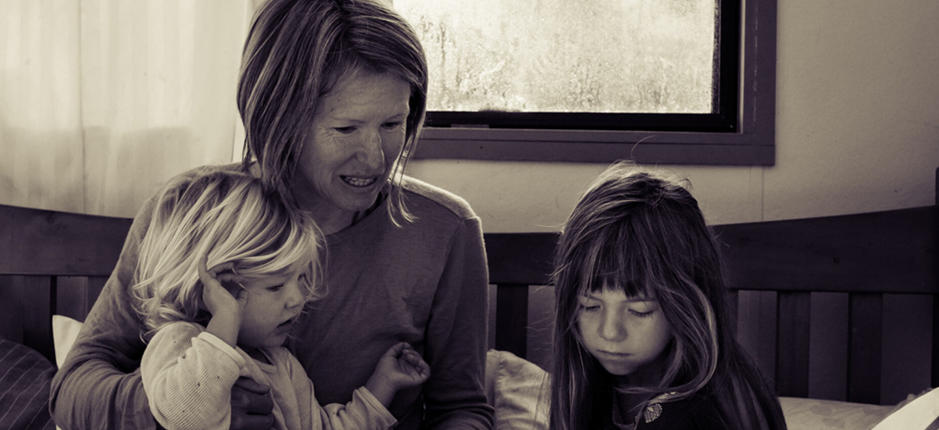 mum-reads-in-bed-to-girls-josie-gritten-