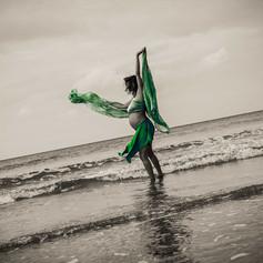 Maternity beach shoot in Mangawhai by Josie Gritten Photography
