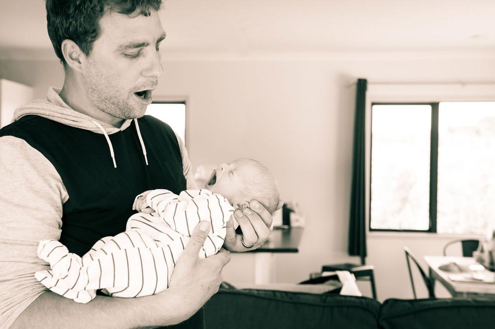 dad-and-newborn-yawning-josie-gritten-ph