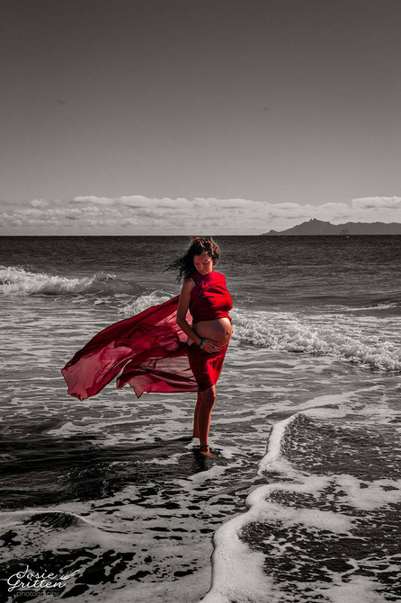 Pregnant mama Maternity beach shoot in Mangawhai by Josie Gritten Photography