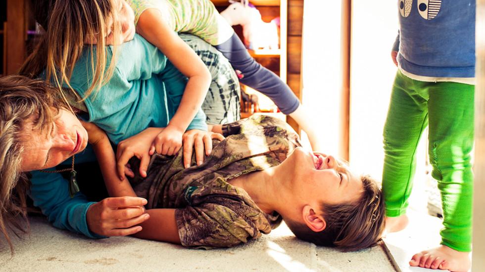 mum-kids-wrestle-fun--josie-gritten-phot