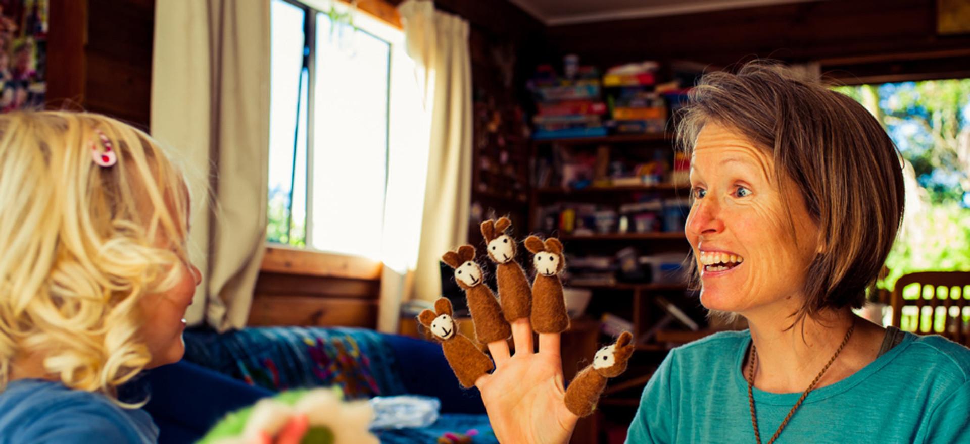 mum-plays-puppets-josie-gritten-photogra