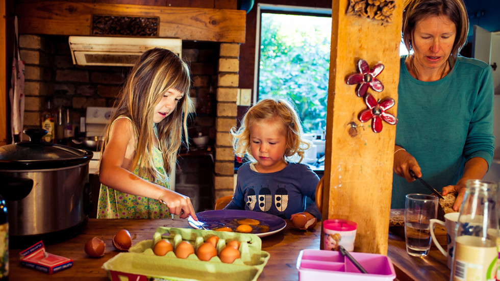 mum-daughters-make-breakfast-josie-gritt